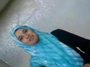طالبة محجبة تزوغ من الجامعه وتروح لعشيقها الشقة يخلعها ويعور كسها نياكة