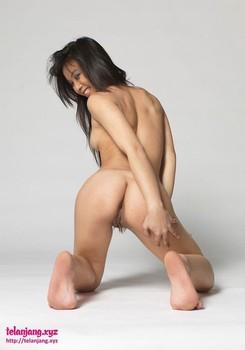 Foto model bugil cantik langsing dan mulus