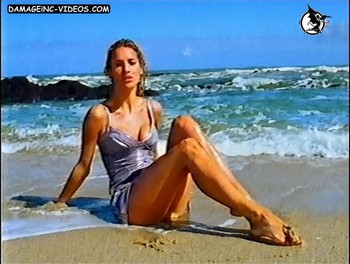 Maria Vazquez hot legs by the sea