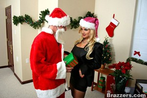 A Very Brazzers Christmas Intporn